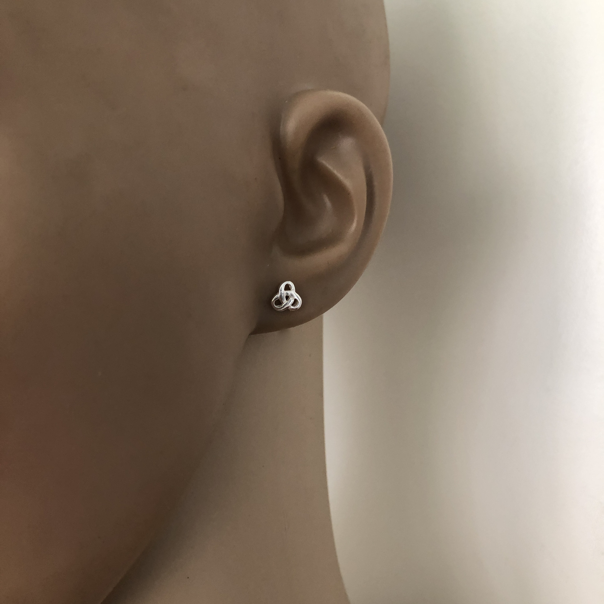 Zilveren kleine Keltische trinity knot oorstekers-2