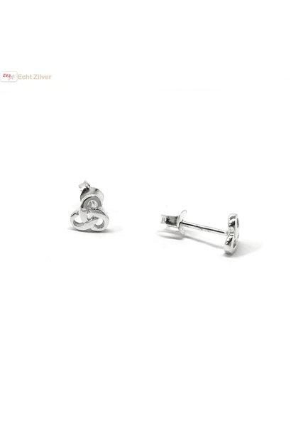 Zilveren kleine Keltische trinity knot oorstekers