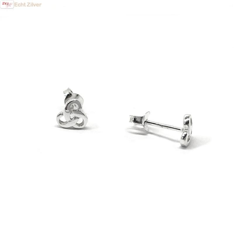 Zilveren kleine Keltische trinity knot oorstekers-1