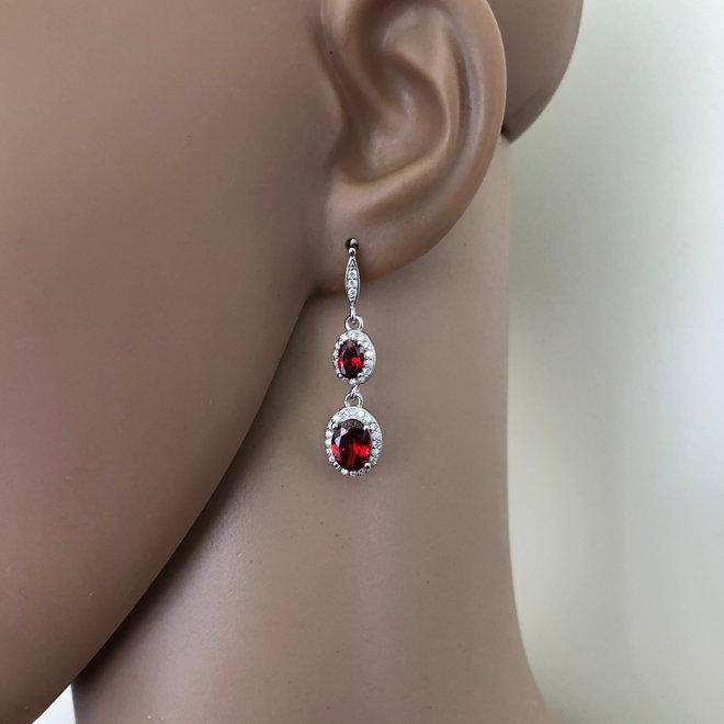 Zilveren elegante granaatrode oorhangers