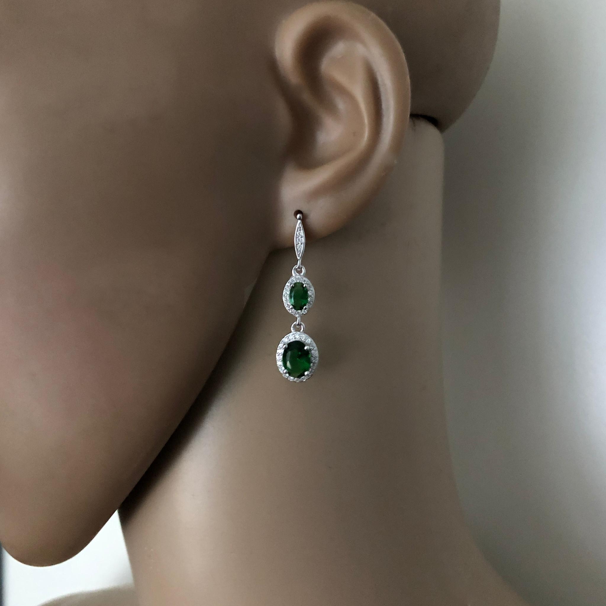 Zilveren elegante smaragd groene oorhangers-2