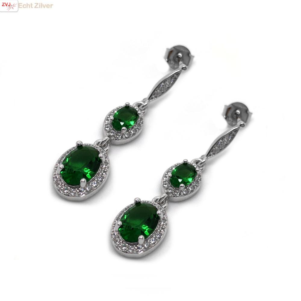 Zilveren elegante smaragd groene oorhangers-3