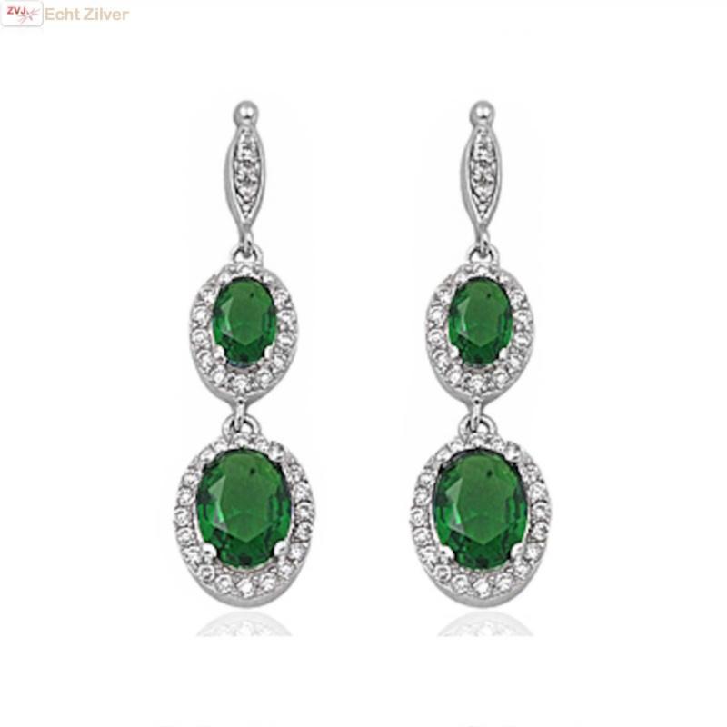 Zilveren elegante smaragd groene oorhangers-1