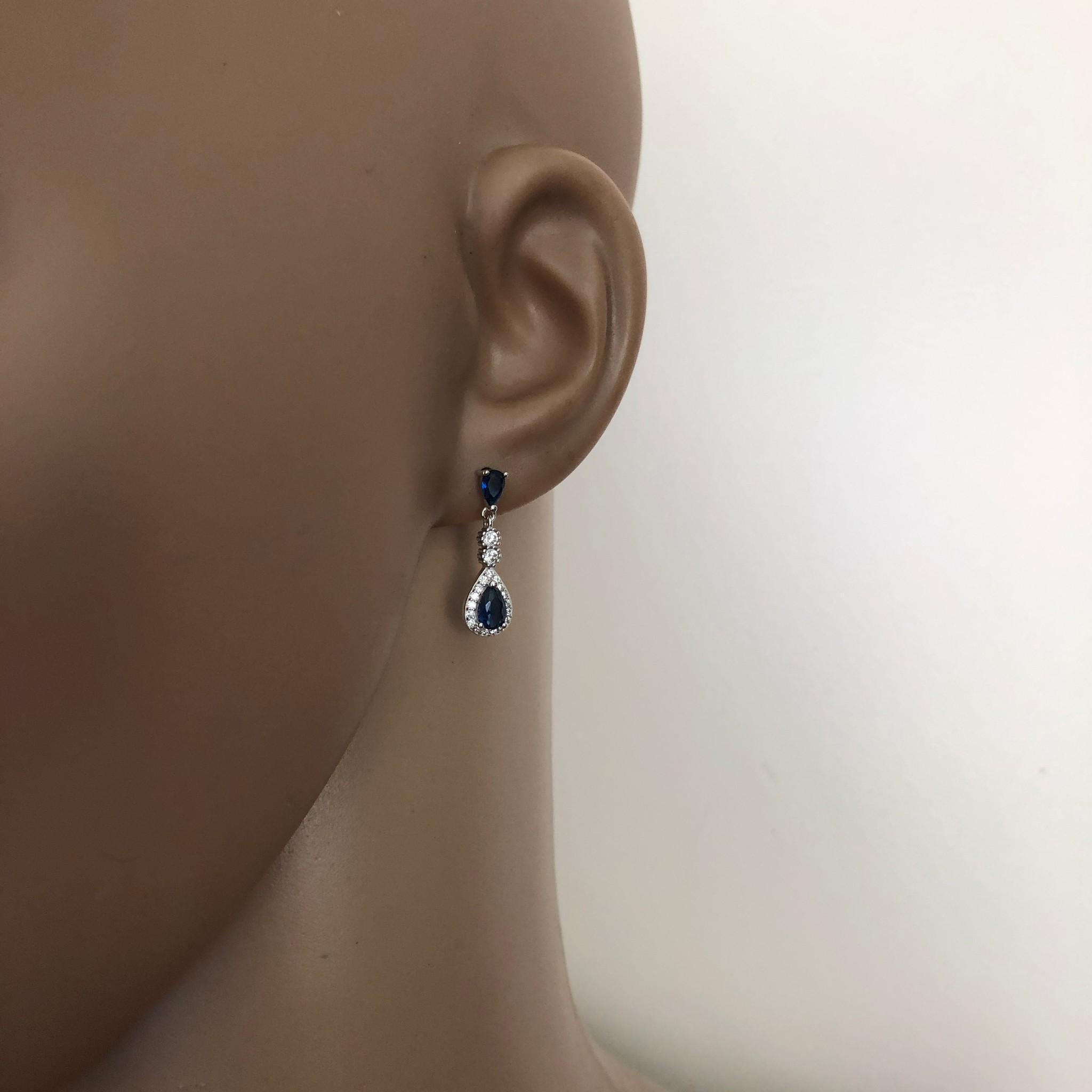 Zilveren saffier blauwe oorhangers-2