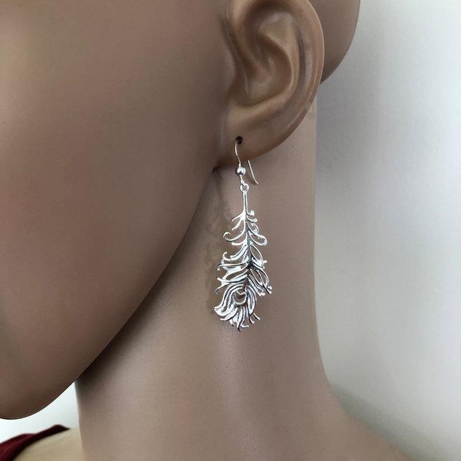 Zilveren pauwenveer oorhangers
