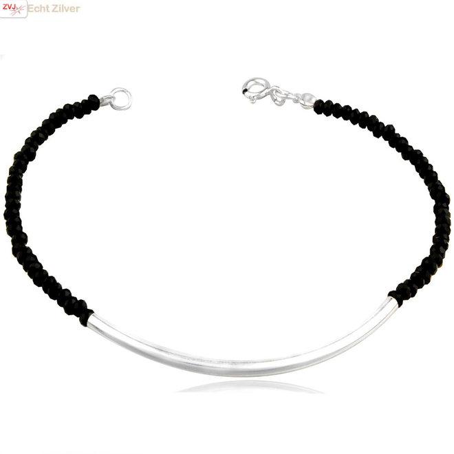 Zilveren koker zwart crystal armbandje