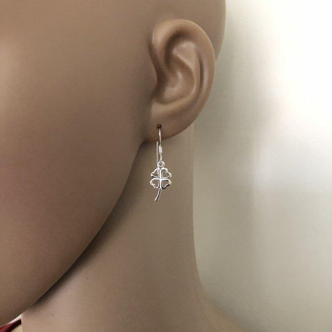Zilveren klavertje vier oorbellen