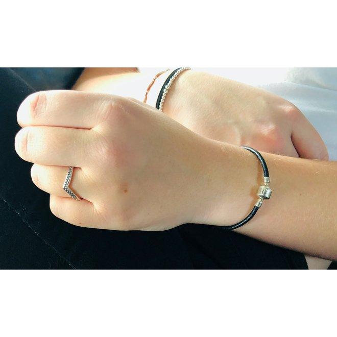 Zilveren V ring chevron met dots