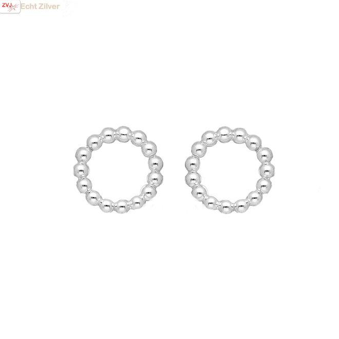 Zilveren kleine balletjes cirkel oorstekers