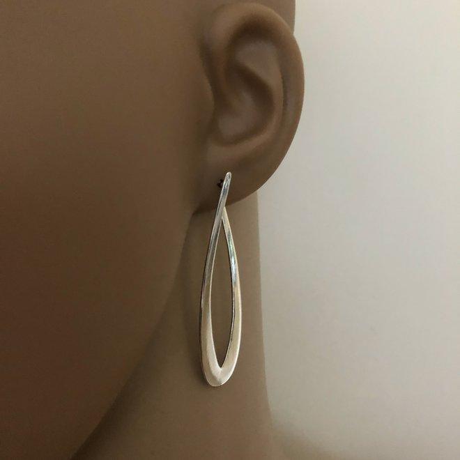 Zilveren lange ovale design oorstekers