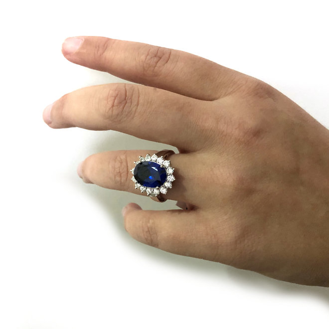 Zilveren Diana ring met ovale saffier blauwe en witte CZ