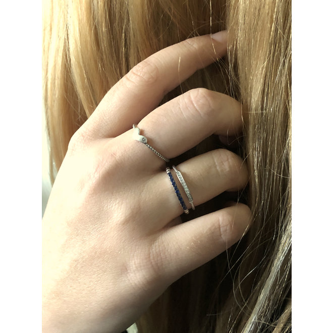 Zilveren bolletjes ring saffier blauw CZ smal