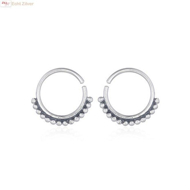 Zilveren kleine open creolen met beads