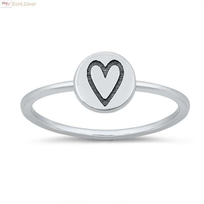 Zilveren ring met cirkel en hartje