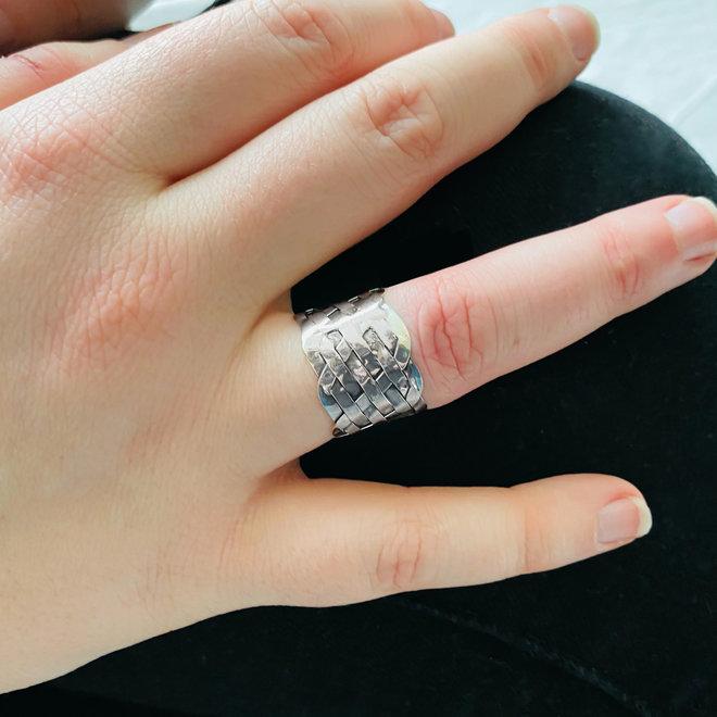 Zilveren brede vlecht ring