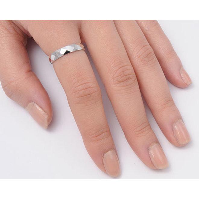 Zilveren diamond cut 4 mm ring