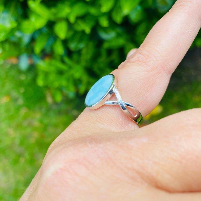 Zilveren grote ovale blauwe larimar ring