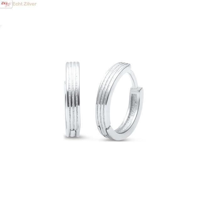 Zilveren huggie hoops stripes oorringen