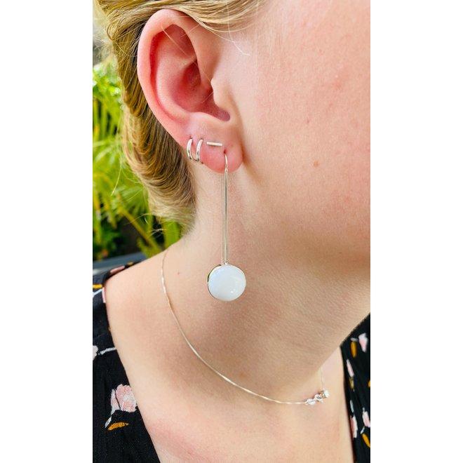 Zilveren witte hydro kwarts lange oorbellen