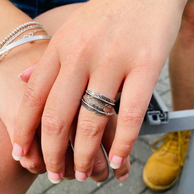 Zilveren veer ring