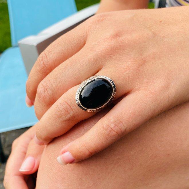 Zilveren grote ovale zwarte onyx steen ring