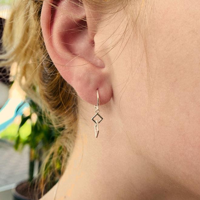 Zilveren huggie oorringen vierkantjes