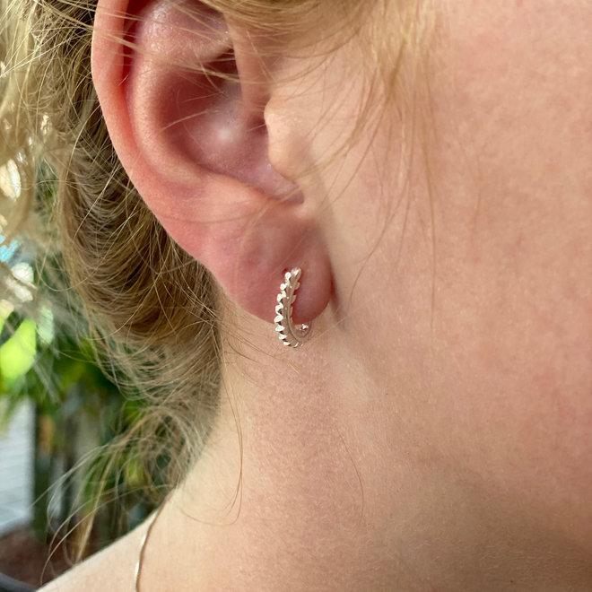 Zilveren curly leafy steker clip oorbellen