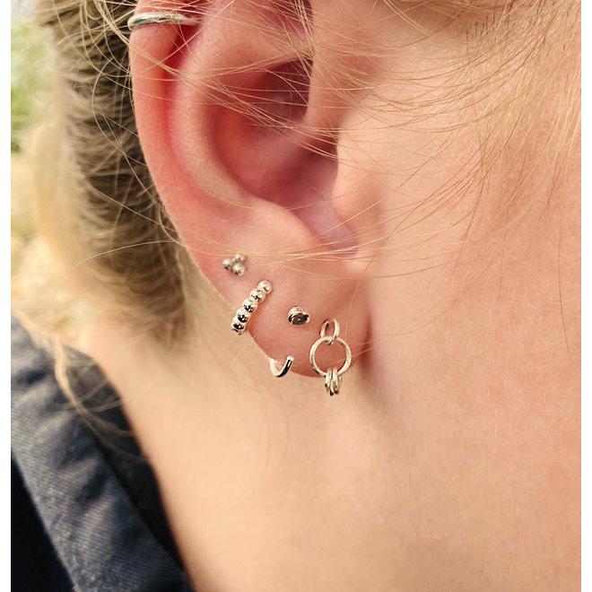 Zilveren mini dot huggie hoops