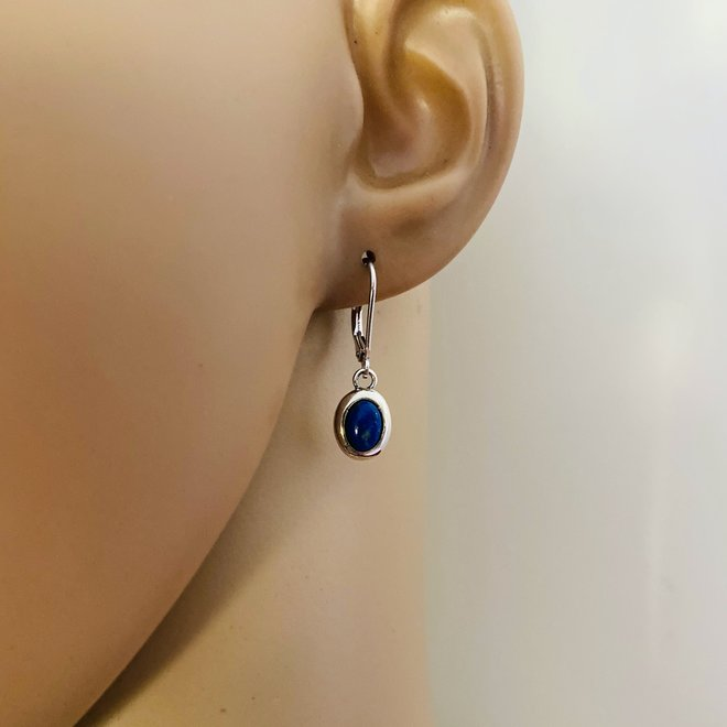 Zilveren lever back oorhangers ovale blauwe lapis lazuli