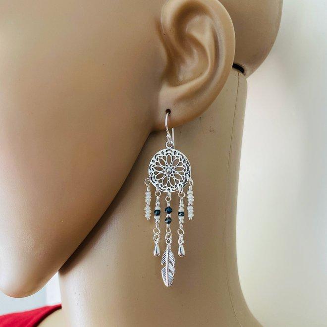 Zilveren dreamcatcher met parels oorhangers