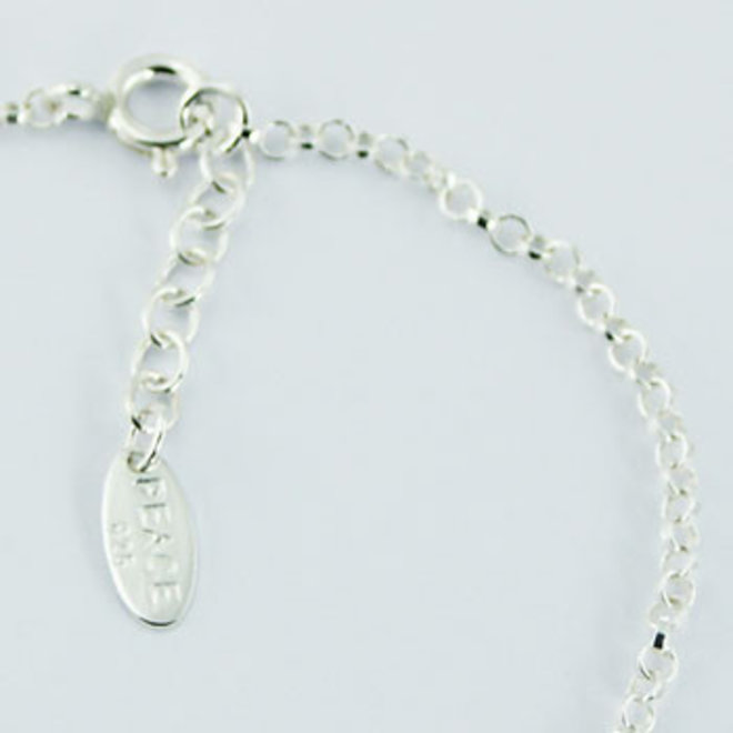 Zilveren ohm zoetwaterparel armbandje