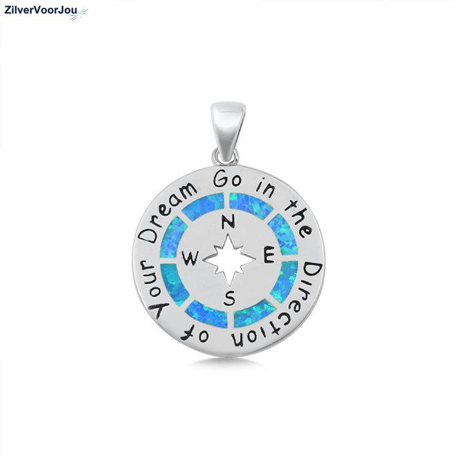 Zilveren kompas ingelegd met blauwe opaal en tekst