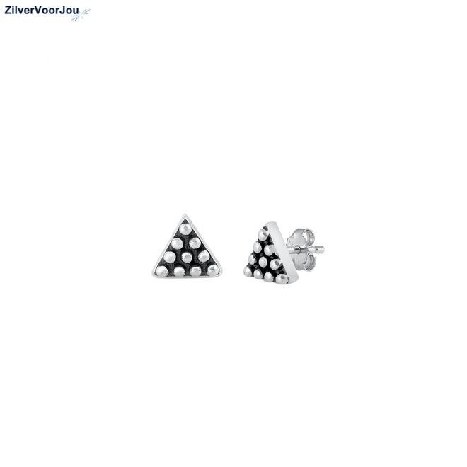 Zilveren triangel tiny dots oorstekers