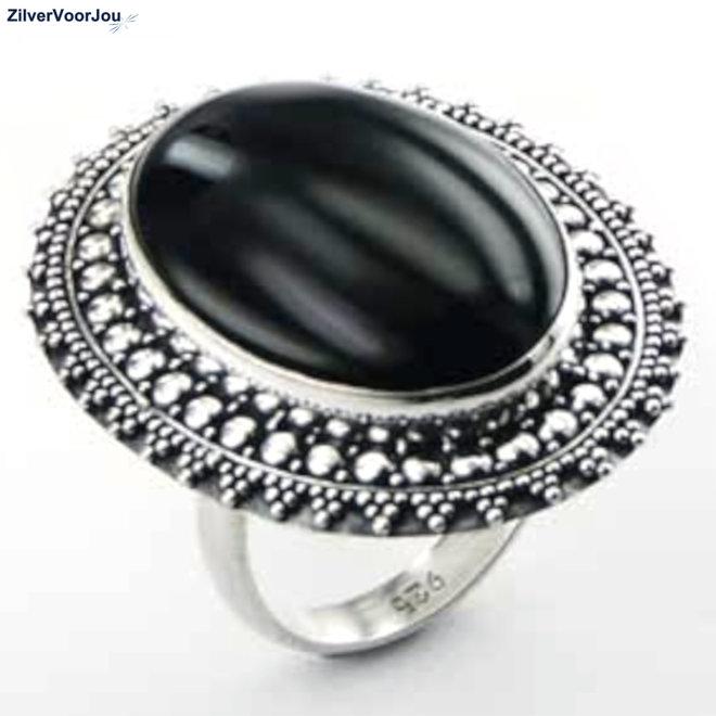 Zilveren grote cabochon zwarte agaat ring