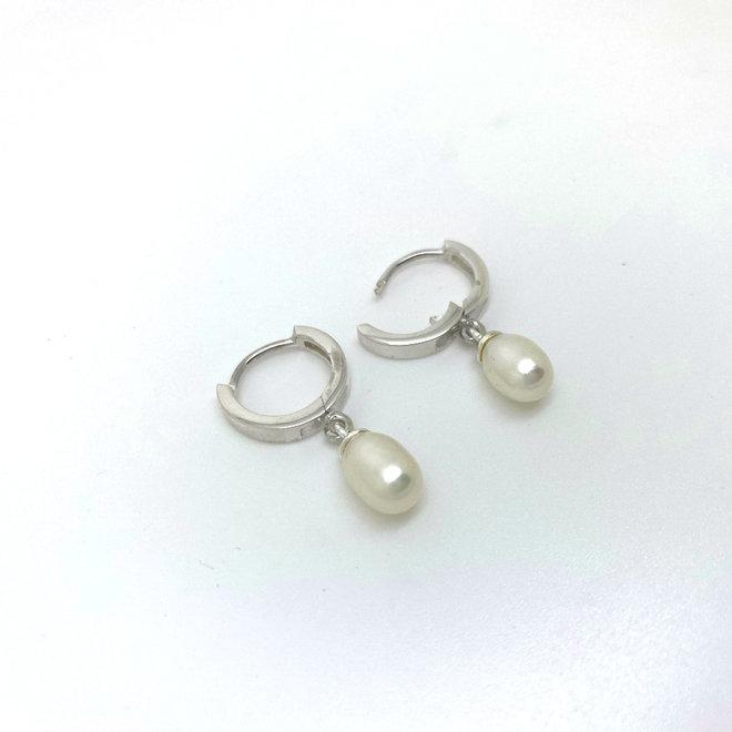 Zilveren huggie hoops parel