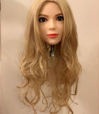 Damespruik 21 lang blond haar met flinke slag