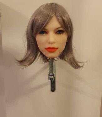 Damespruik 42 kort grijs haar met schuine lok