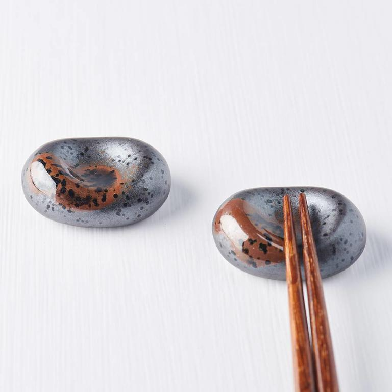 Chopstick rest pebble shape matt black with gloss splash