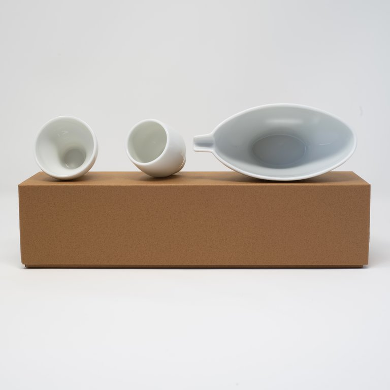 Sake set boat shape pourer with 2 cups with box