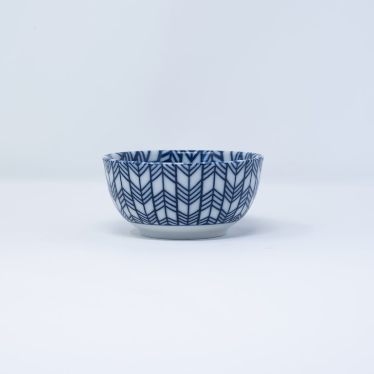 Blue and white bowl feather design 10cm x 5cm