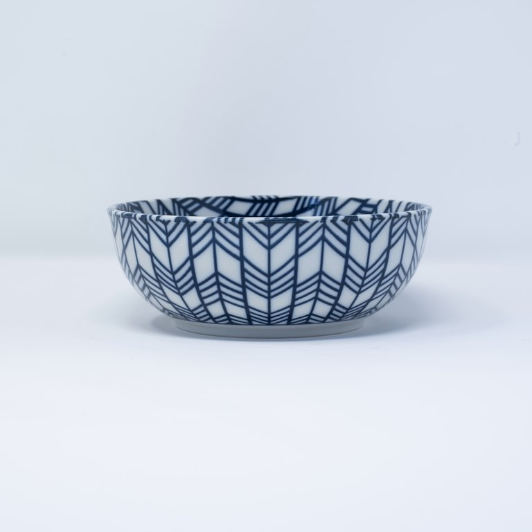 Blue and white bowl feather design 16cm x 5.5cm