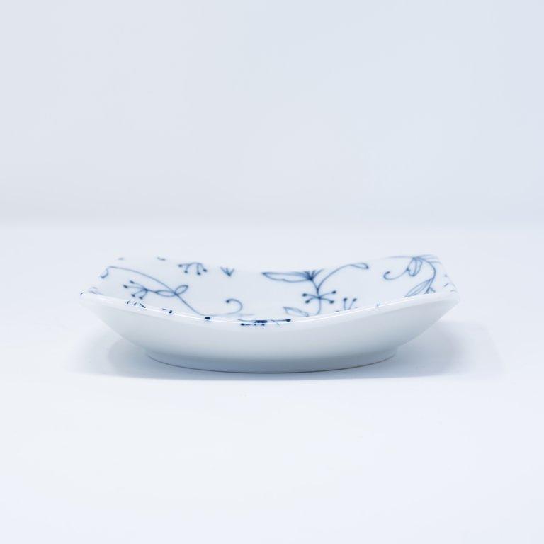 Delicate blue floral pattern white square plate 13cm