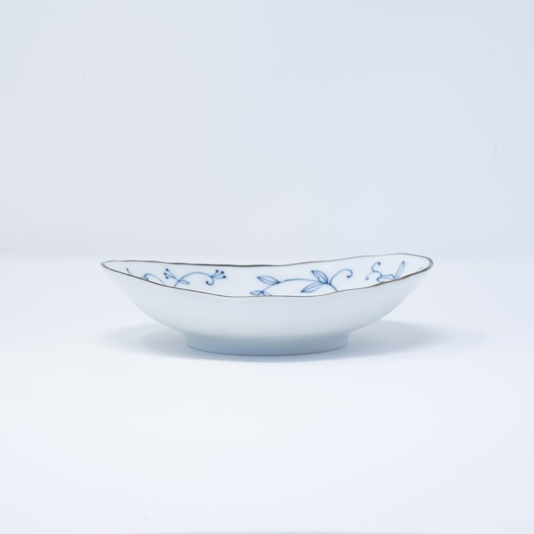Delicate blue floral pattern white small plate 16cm x 14cm x 4cm