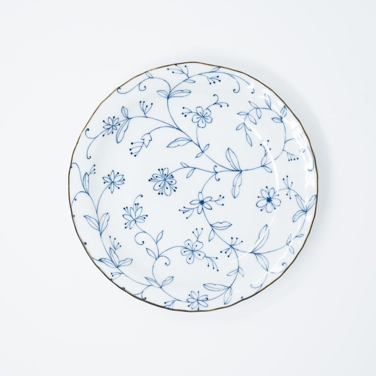 Delicate blue floral pattern white round plate 21cm x 3.5cm