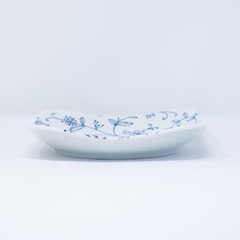 Delicate blue floral pattern white square plate 17cm