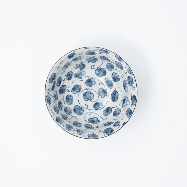 Leaf design bowl blue on white 13cm x 7cm