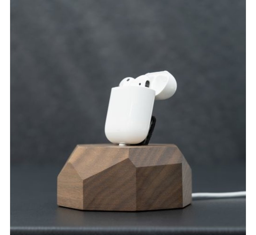Houten iPhone docking station met polygoon ontwerp