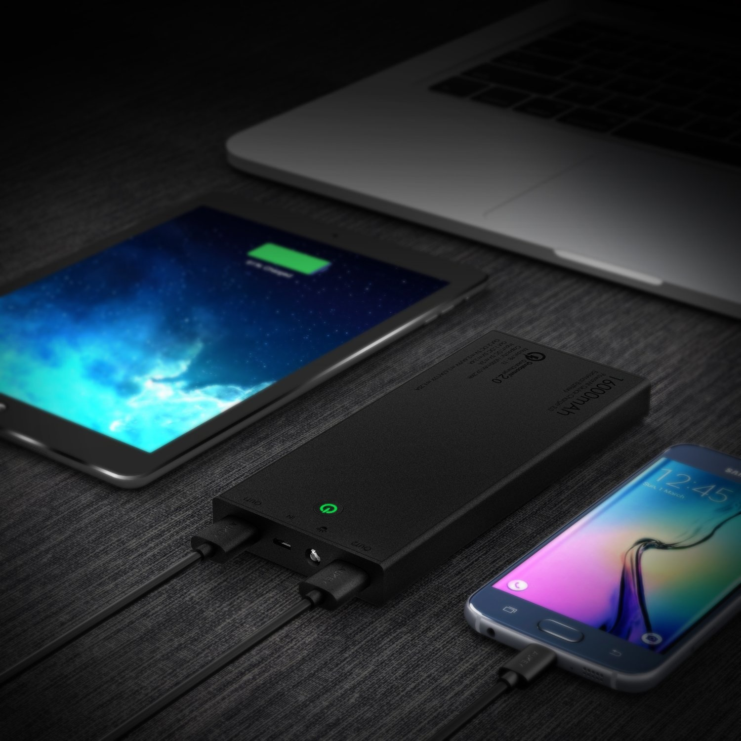 AUKEY PB-T3 16000mAh Quick Charge Power Bank 16000 mAh, batterijpakket met 5V / 2.4A + Quick Charge uitgangen, voor iPhone X / 8 / Plus / 7 / 6s, Samsung S8 + / S8, iPad