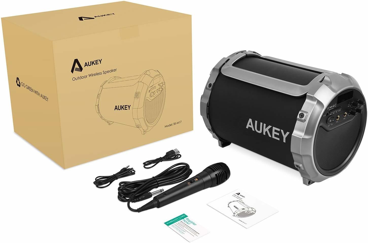 AUKEY Bluetooth-luidspreker, draagbare draadloze luidspreker met verstelbare bas, FM-radio, 8 uur speeltijd voor iPhone, iPad, Samsung, Nexus, HTC, laptops en meer (SK-M17, zwart)