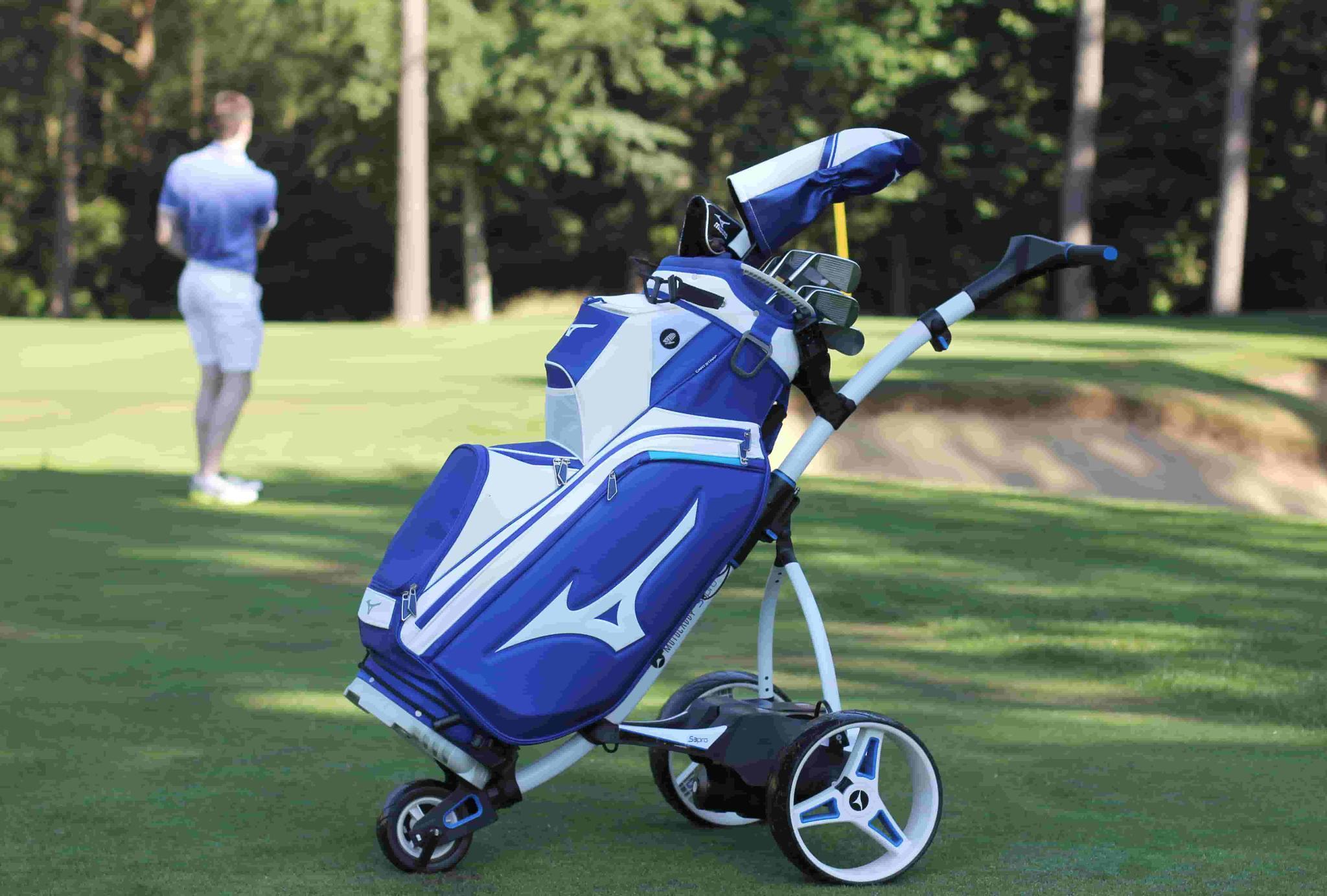 mizuno pro cart bag op een trolley